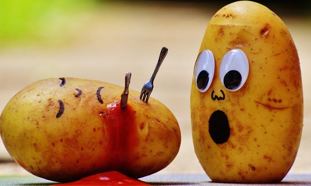 potatoes-ketchup-murder-blood-111130_Fotor.jpg